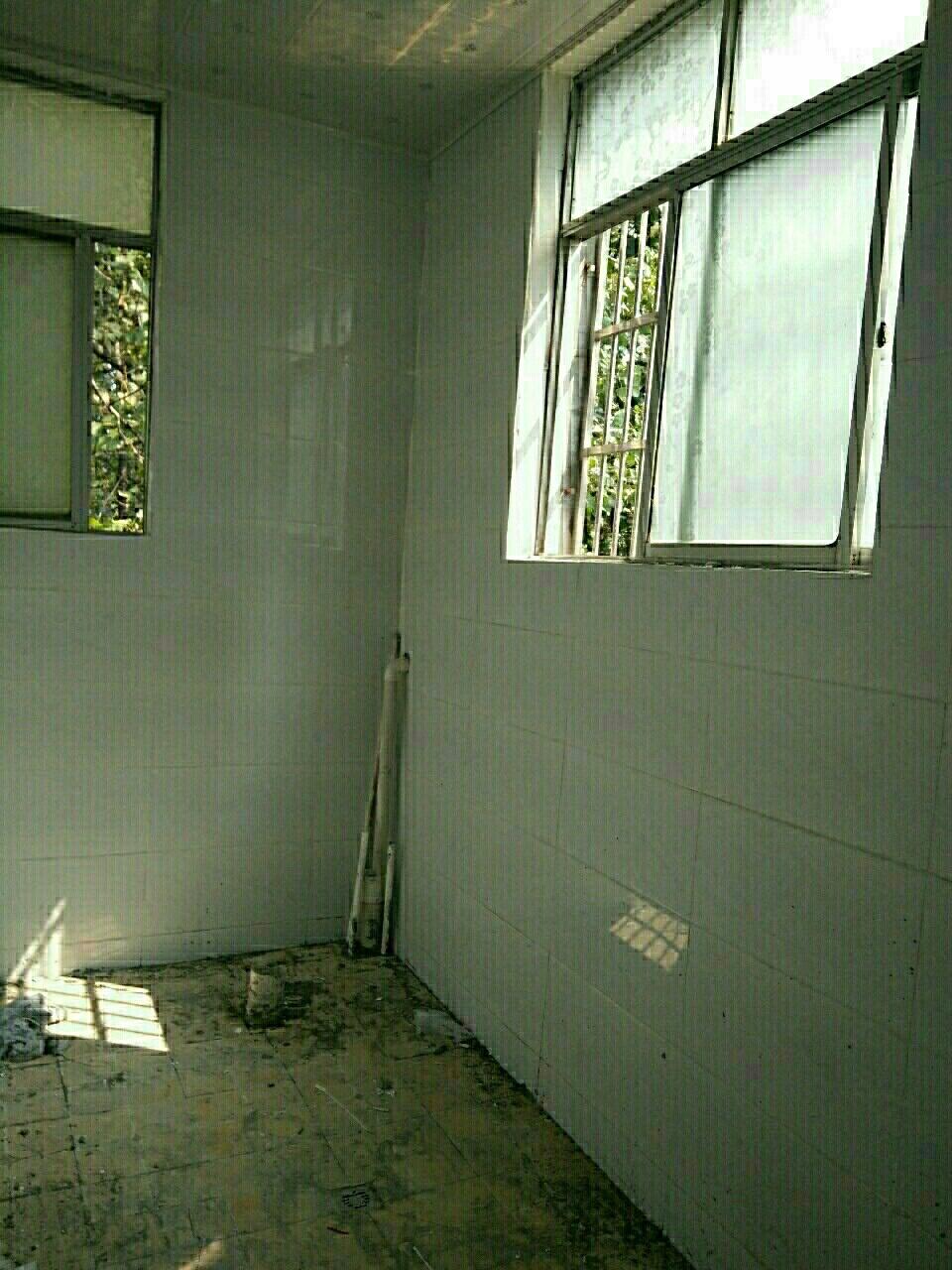 行政路西段3室 2厅 1卫37.8万元