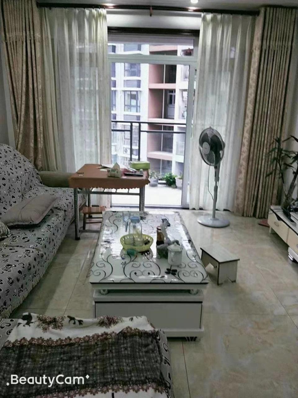 香江豪园精装3室 2厅 1卫47.8万元