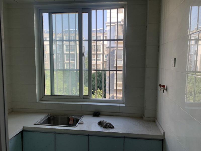 龍山庭院3室 2廳 1衛65萬元