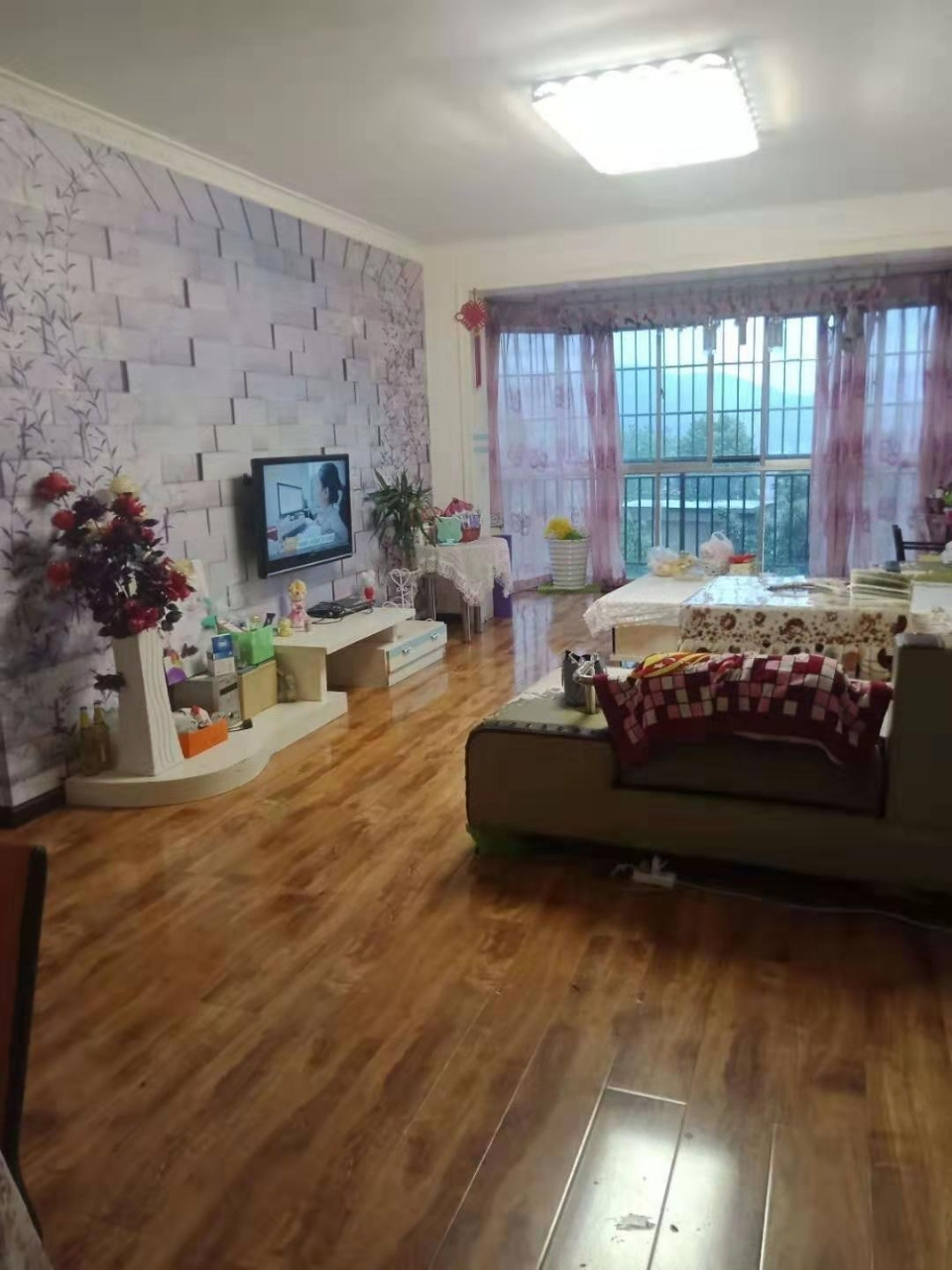 金秋花園2室 2廳 1衛35.8萬元