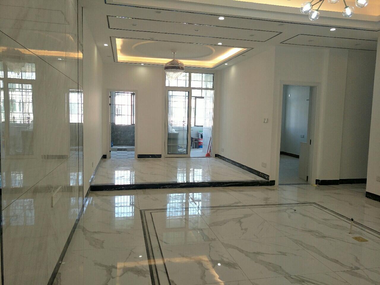 全新裝修,三小學位套房3室 2廳 2衛69.8萬元