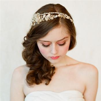 唯美的新娘头饰带来梦幻般的婚礼