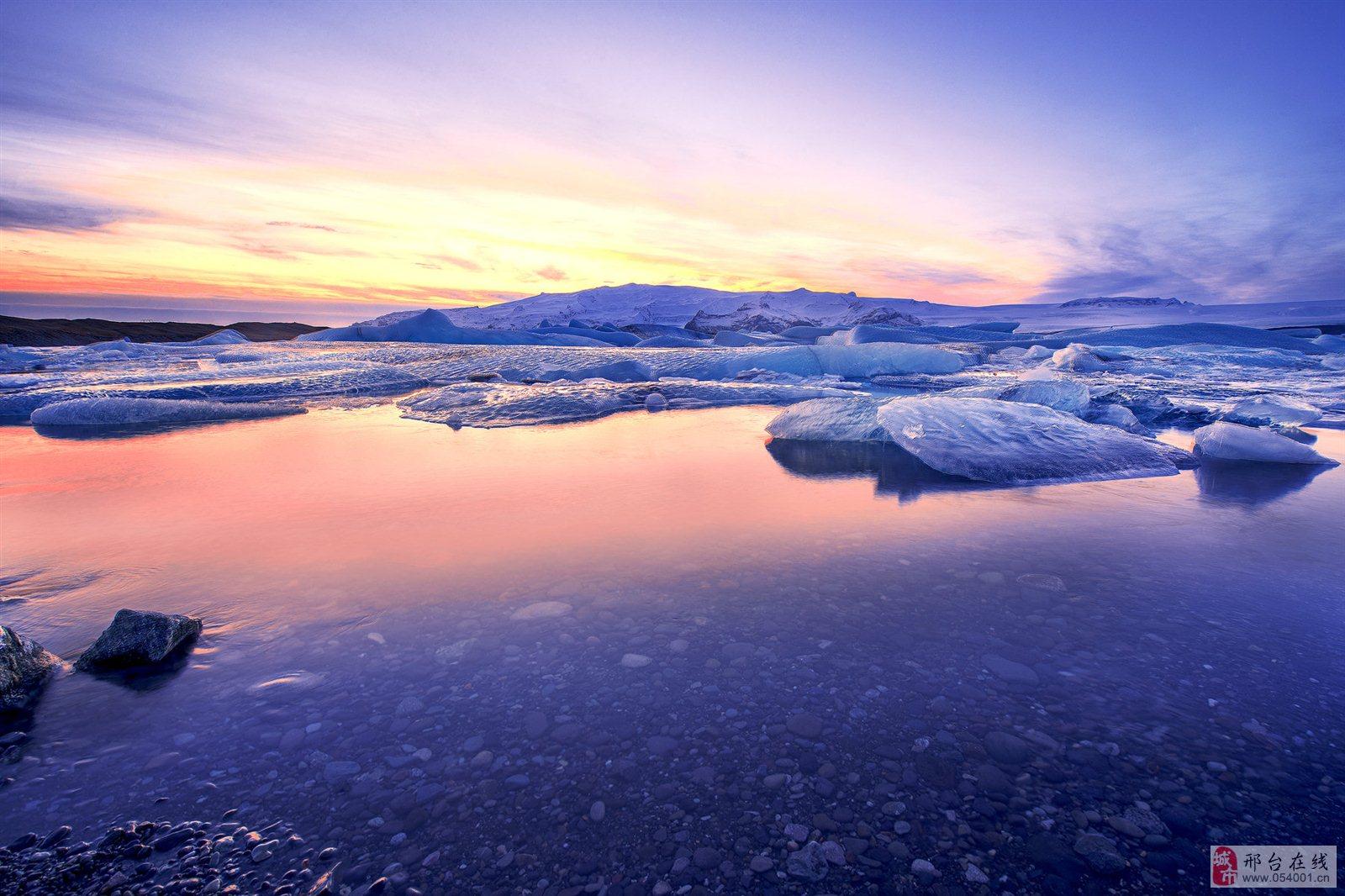 冰岛是个多火山国家,蓝湖就位于一座死火山上