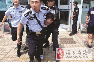 淮安一银行内发生持刀劫持事件当事人已被控制