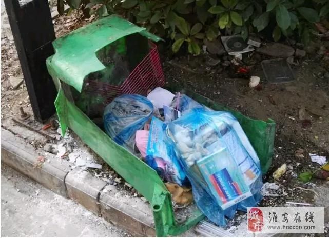 【城事】世纪佳苑垃圾桶真够垃圾的!