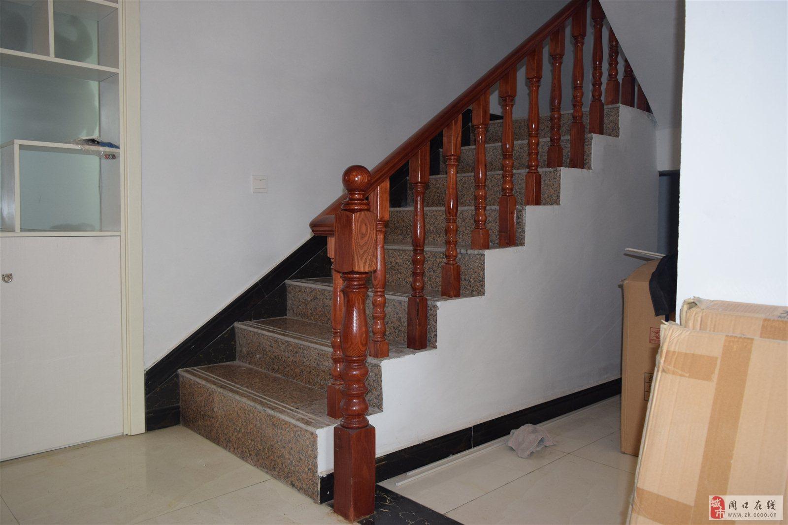 周口市民如何选择实木楼梯扶手?