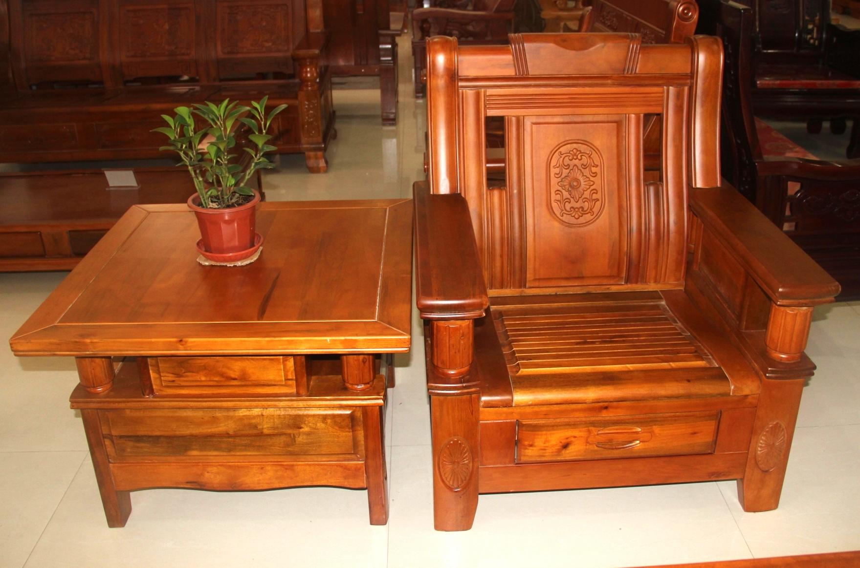 商品列表 03 香樟木沙发   香樟木家具属于传统的稀有名贵木材是我