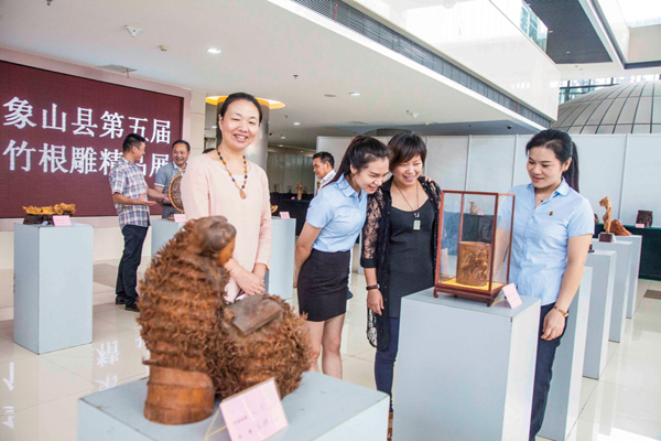 两百余幅竹根雕作品参展,其中不乏竹根雕国家级大师张德和和省级大师
