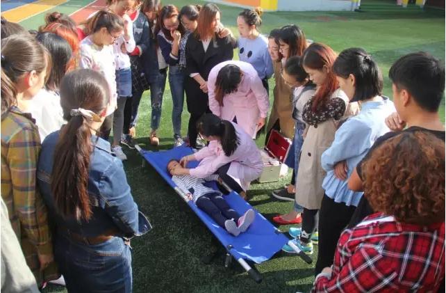 第六幼儿园举行防范意外伤害事故演练