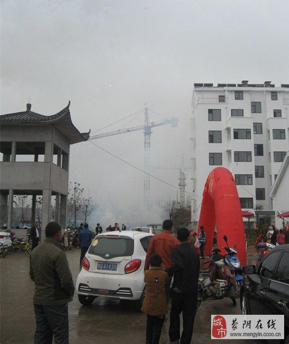 1,靠近蒙阴新汽车站200米,紧靠蒙阴第一实验小学特色学圈等.