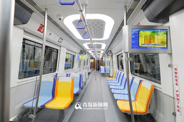 青岛地铁11号线首列车下线
