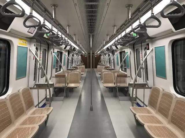 在中车青岛四方机车车辆股份有限公司正式下线,成都地铁车辆大家庭再