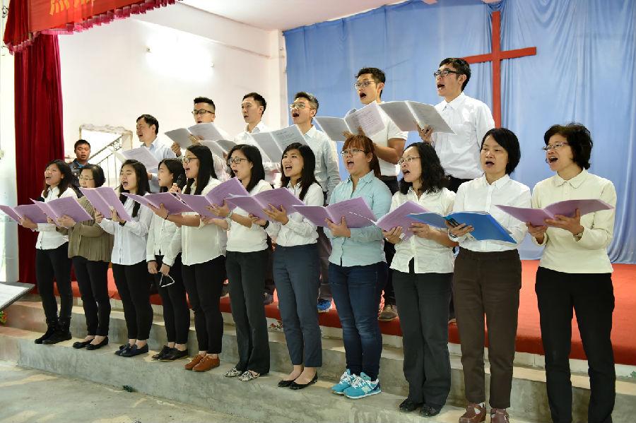 加略基督教堂载歌载舞庆圣诞