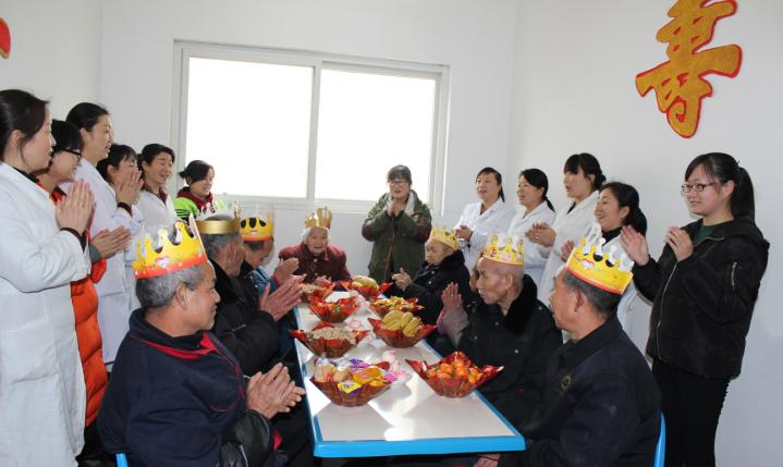 城固县中心敬老院给八位耄耋老人庆寿诞