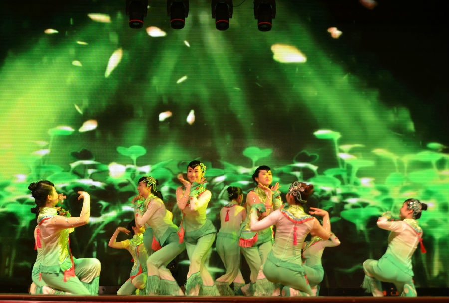 胶州秧歌《春知沂蒙》-华西广安医院举行2017年 医联广安 健康欢歌