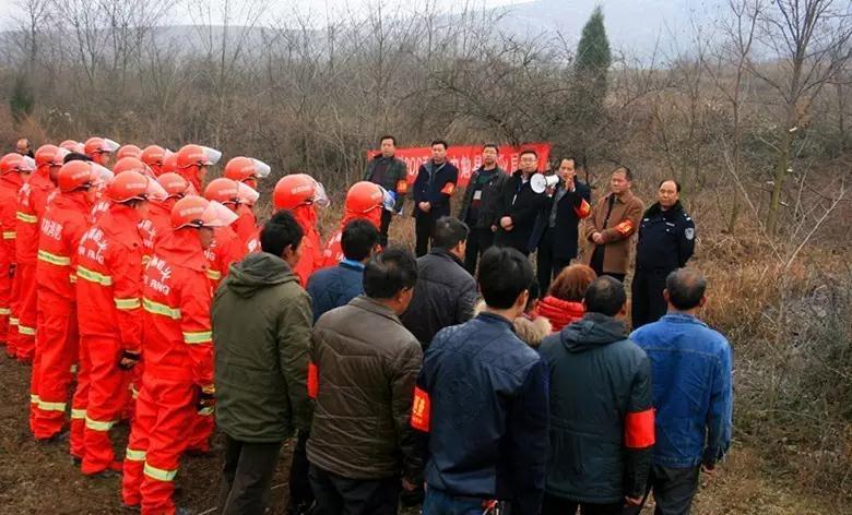 1月19日,勉县森林防火指挥部组织县林业系统防火专业队在镇川镇茅草梁