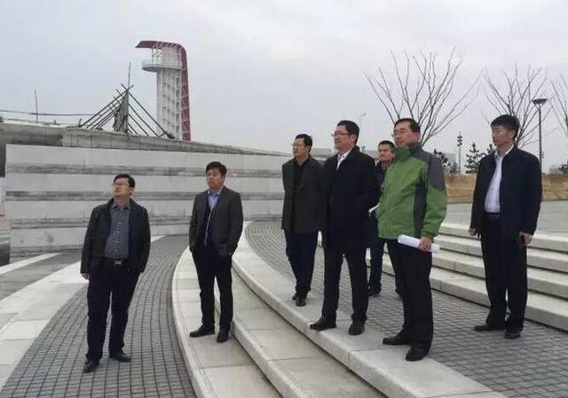 滨海景观整治工程位于青岛蓝谷中央商务区,一期总体布局为五轴,七区