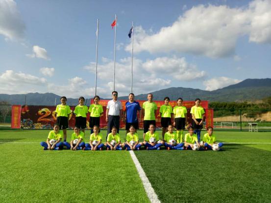 蒙古族小学女子足球队赴海南参加全国校园足球冬季训练