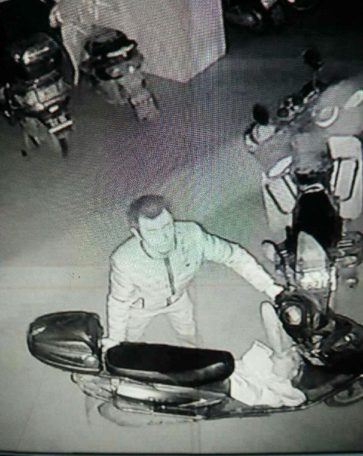 嚣张了 武胜一小偷连偷4辆电瓶车