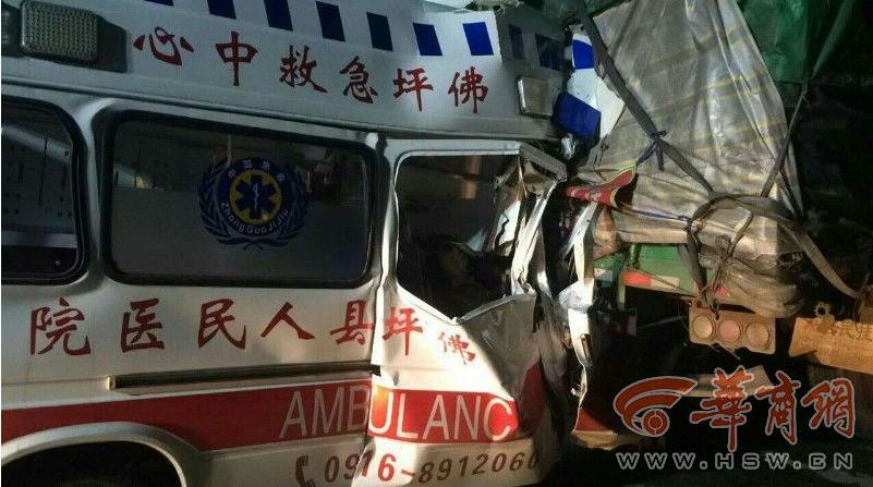 救护车追尾大货车 两人不幸身亡