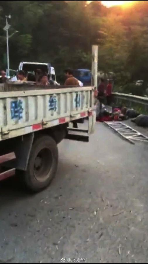 湖南郴州市苏仙区王仙岭,一辆道路绿化施工车(车牌号为湘LFG866