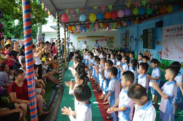 琼海长江学校开展母亲节感恩教育活动 提前祝天下母亲
