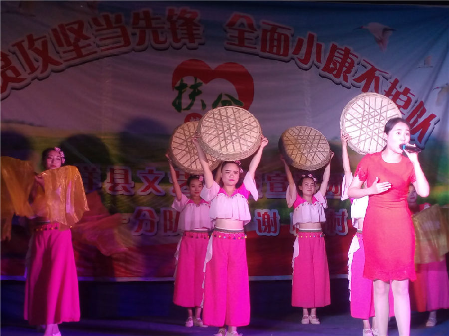 """洋县脱贫攻坚""""文艺+政策宣讲团""""走进农村"""