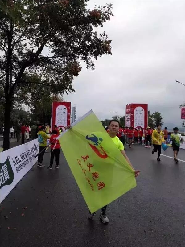 关注| 2017宜昌国际马拉松报名开始啦!还记的去年的那个长检少年吗?