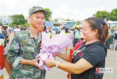 斗门区举行2019年应征青年入伍欢送大会 121名新兵奔赴火热军营