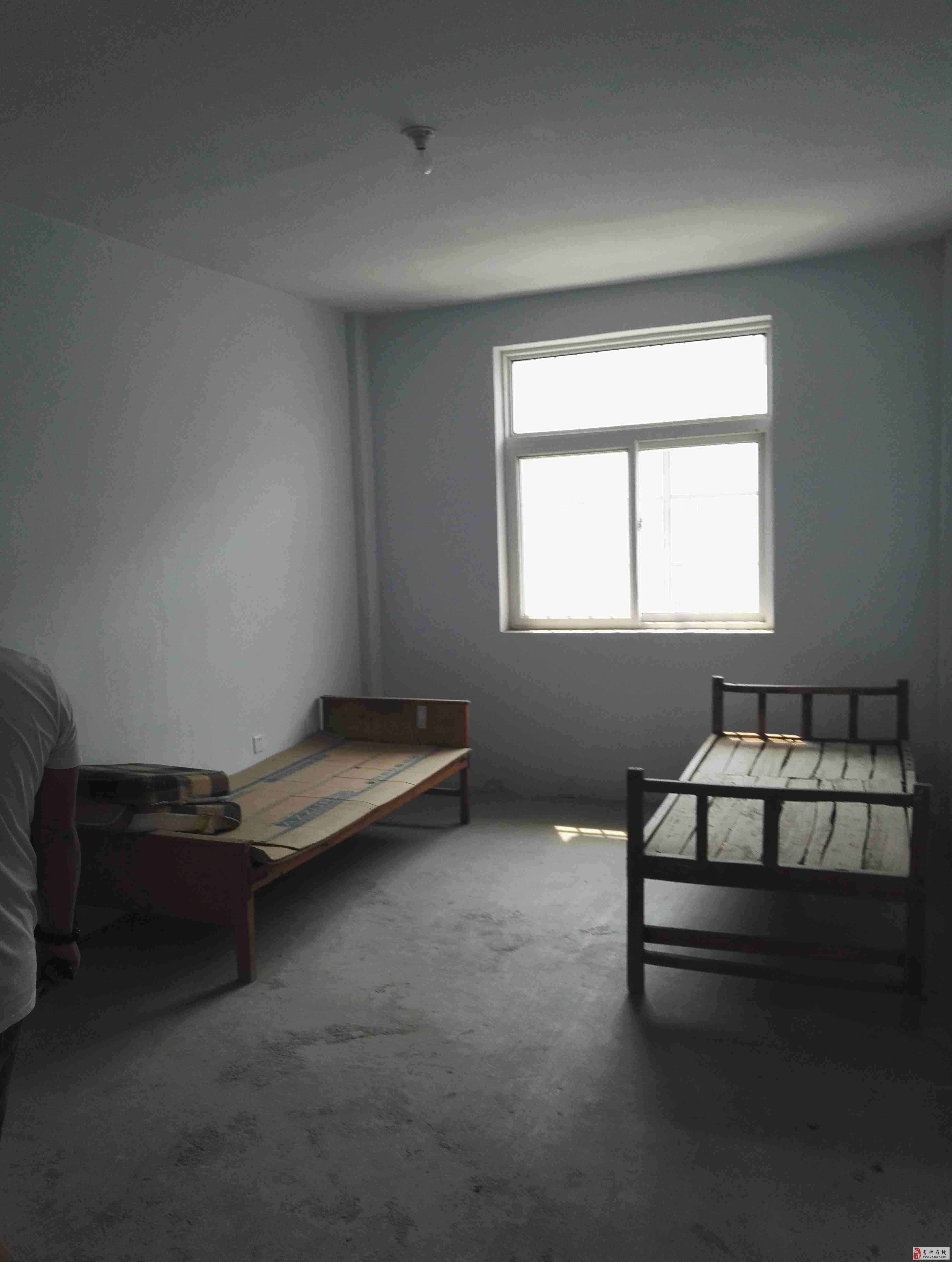 带30平方车库,600元 简单装修 押一 付三房屋位于青州市大华路口(原