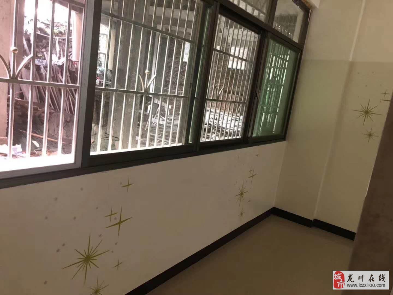 位于两渡河培英学校后面2室1厅1卫18.8万元