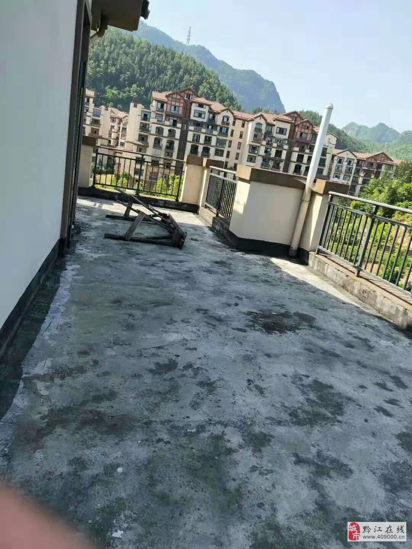 嘉华城电梯洋房顶跃清水6室3厅3卫138万元