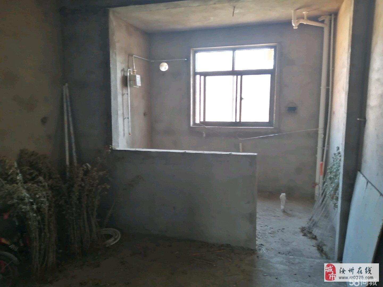 万嘉花园毛坯房2室2厅1卫24万元