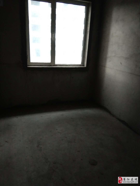 萊陽國際公館3室2廳2衛88萬元