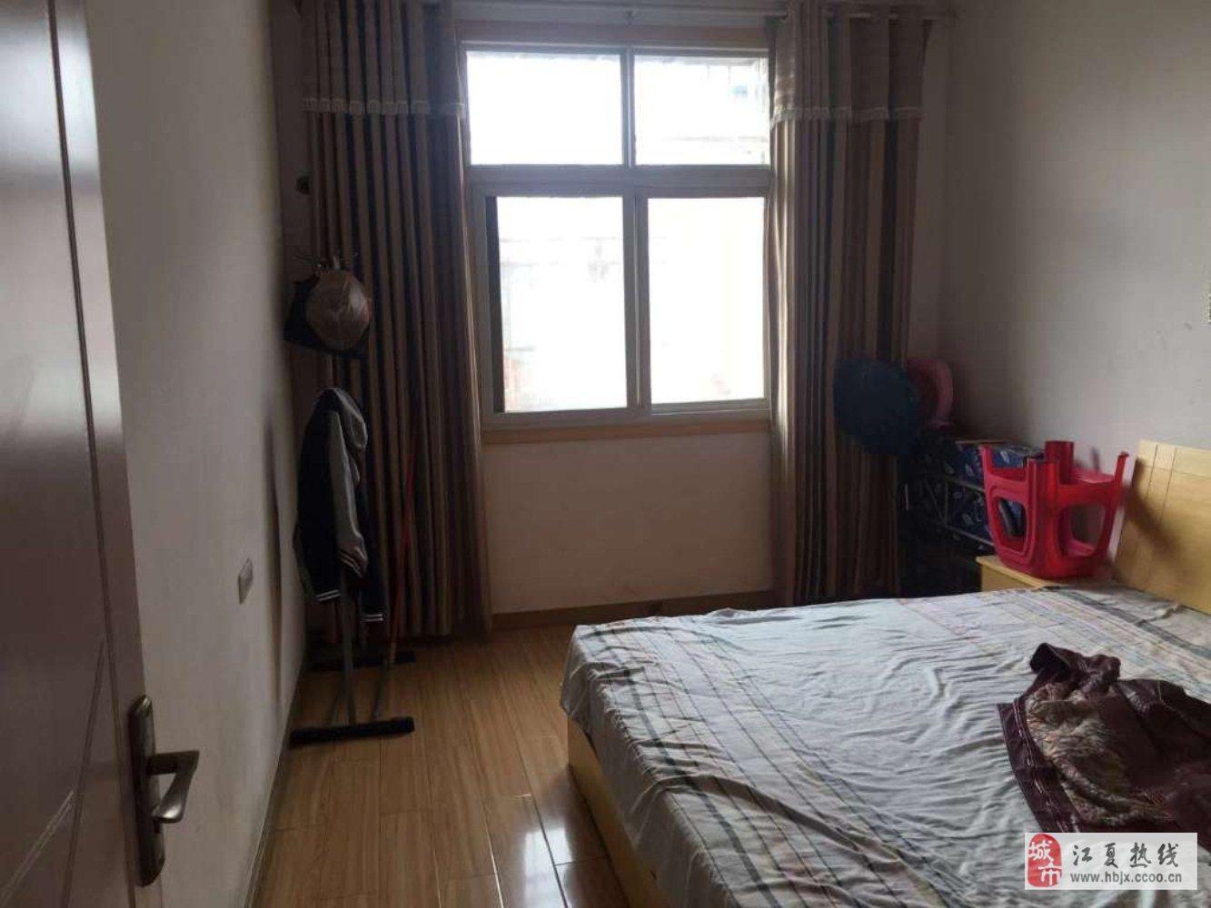 龙井公寓3室2厅1卫65万元价格可谈