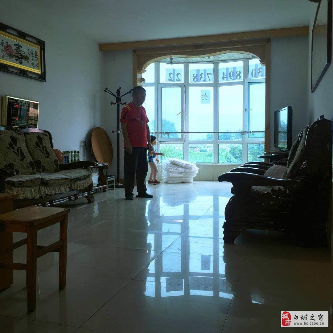 吉鹤苑2室1厅1卫40万元二楼