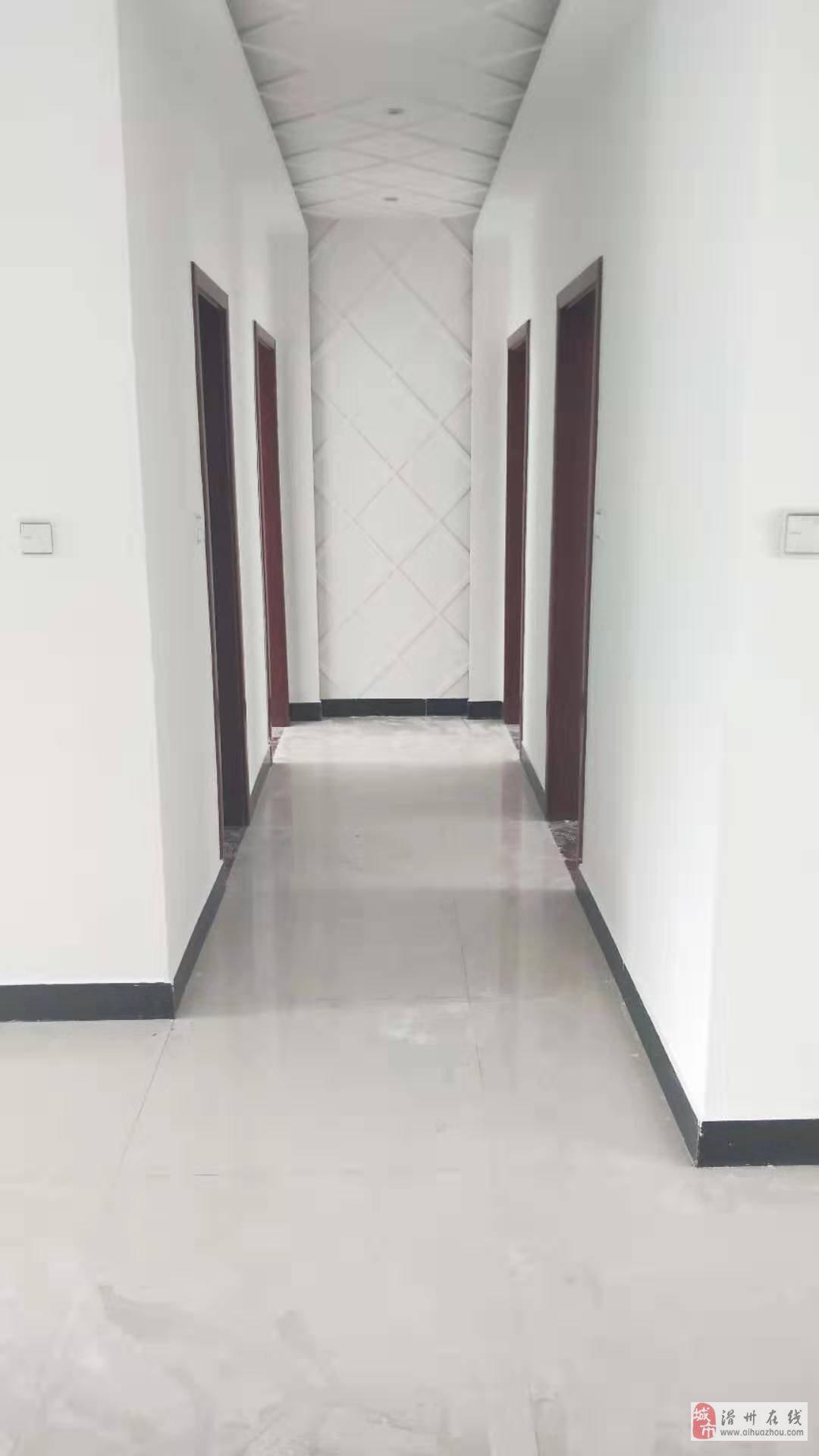 出售县医院东邻华通世纪城电梯中层新区中心