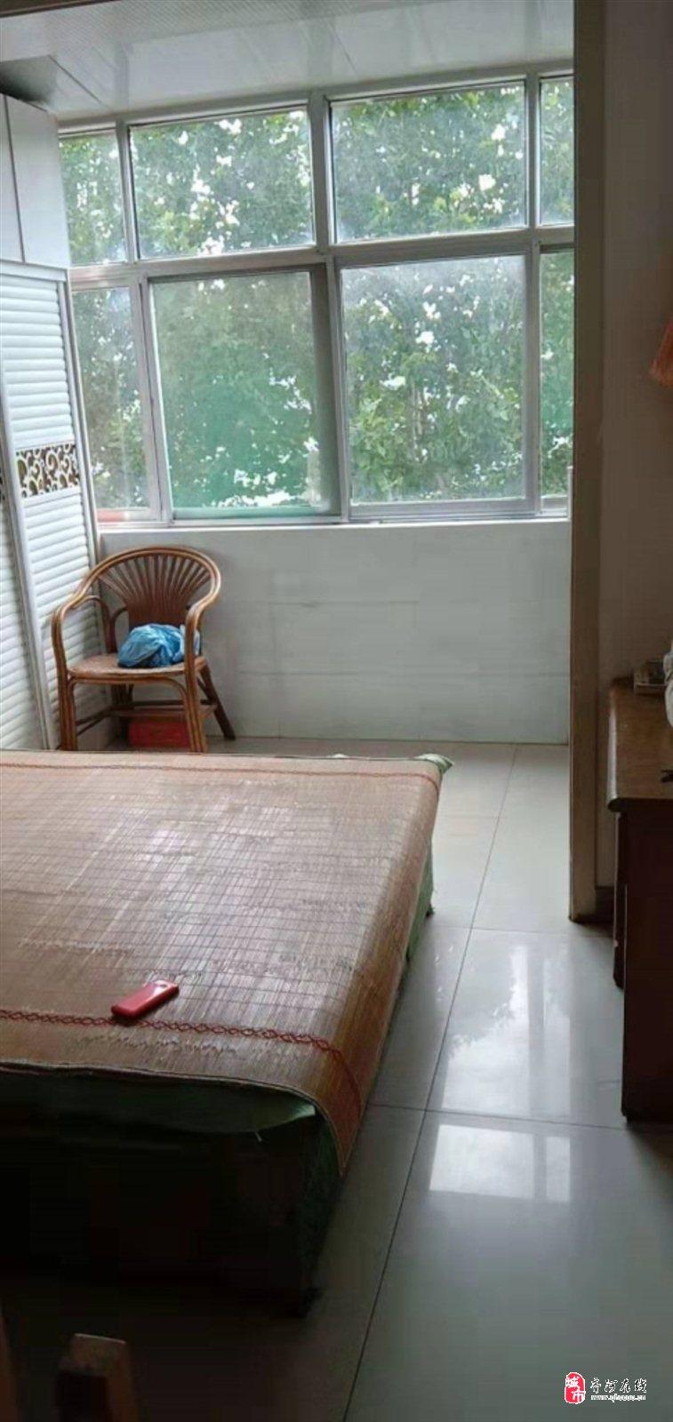 外贸小区3楼精装修2室2厅63万元一小三中学区