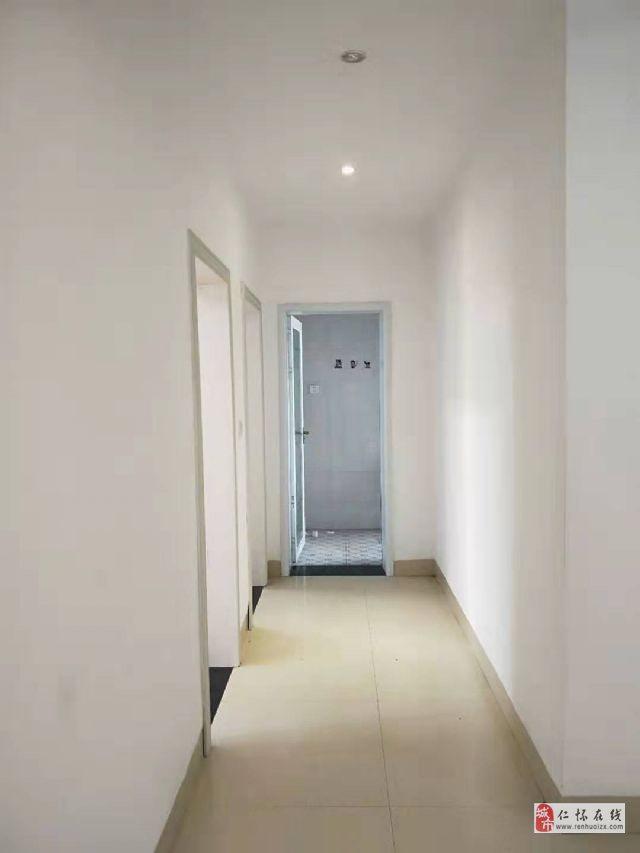 桂苑小区低楼层4室2厅2卫69.8万元