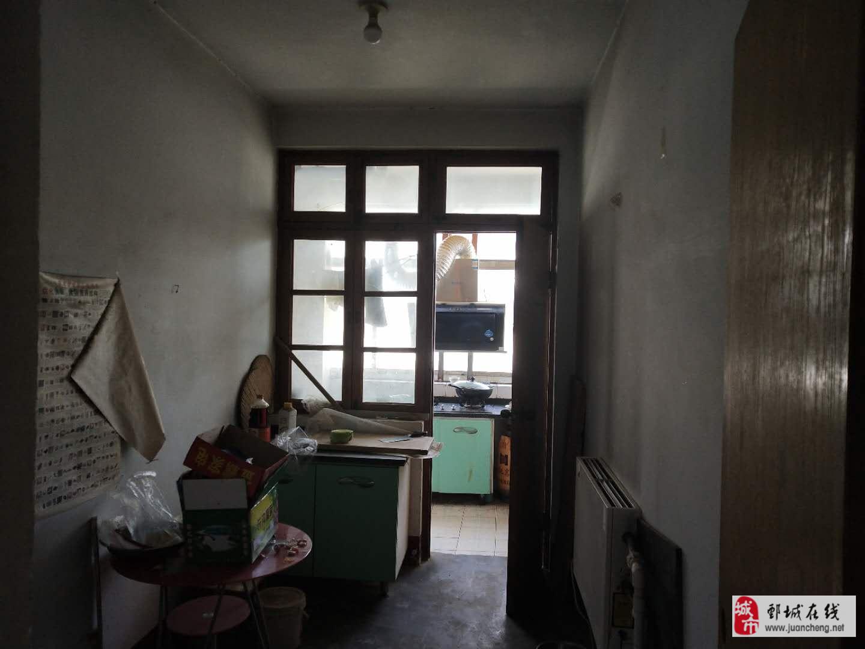 广场小区,地段繁华,3居室,有证可贷款简装仅售29