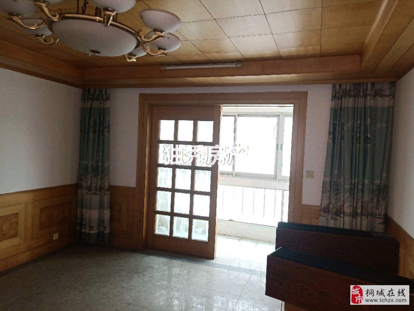 出售樱花园精装房3室2厅2卫50万元近学校