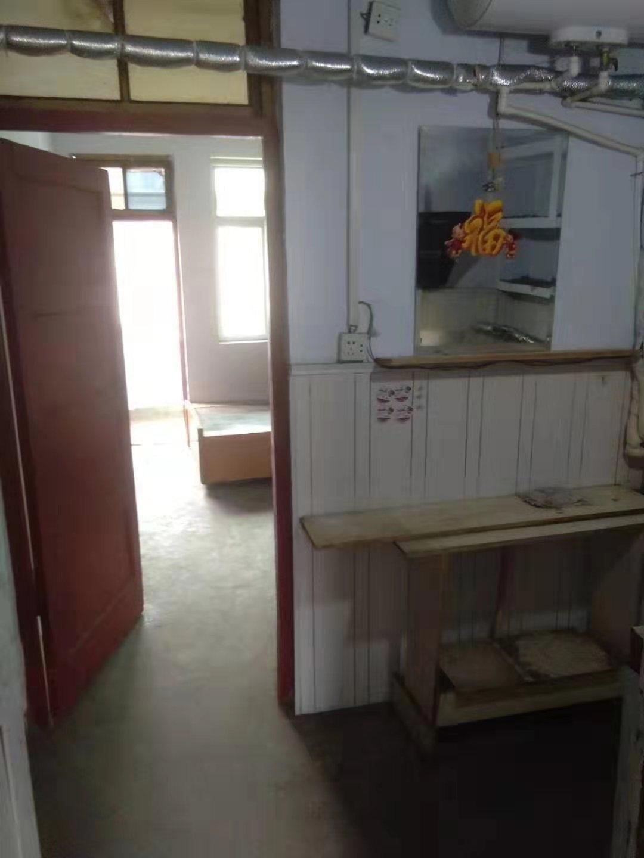 老毛纺厂家属院1室1厅8.5万出售