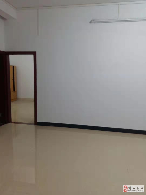 永安路5樓豪裝向南3室2廳1衛僅售28萬