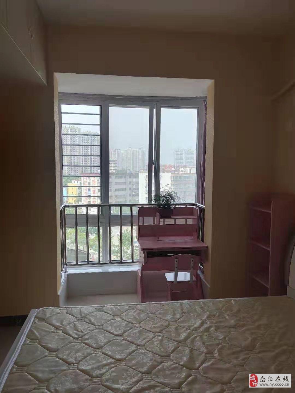藏珑3室2厅1卫26万元