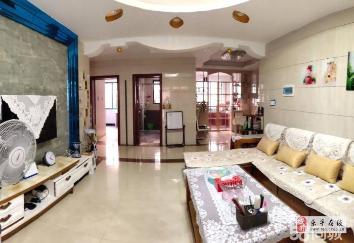 大地豪城1樓帶院子3室103平方精裝93萬元