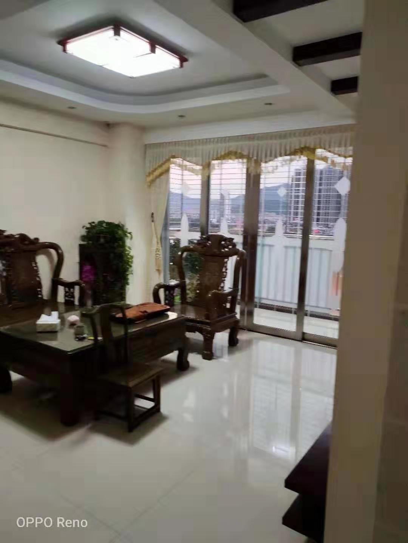 龙湖商城套房出售3室120万元.钥匙在手