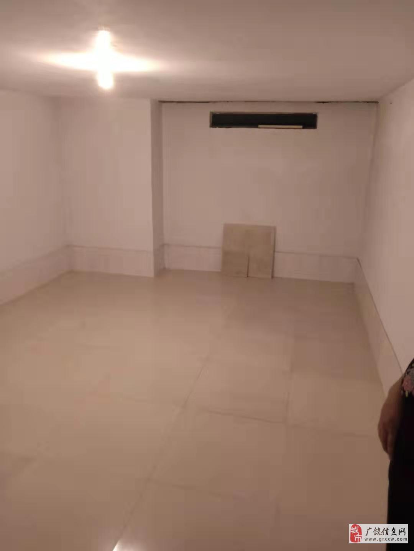 东方丽景4室2厅2卫260万元带车库储藏室