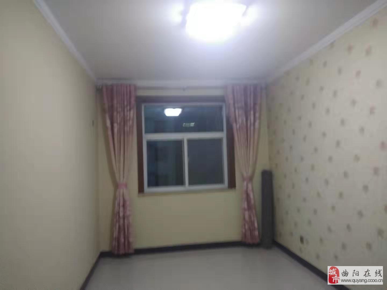 嘉禾小區精裝修三居中間樓層低價出售
