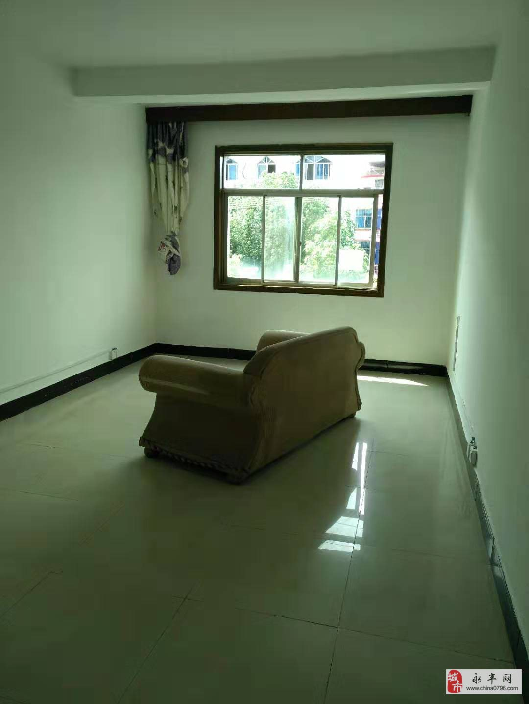 永吉路旁金丰大楼3室2厅2卫130万元