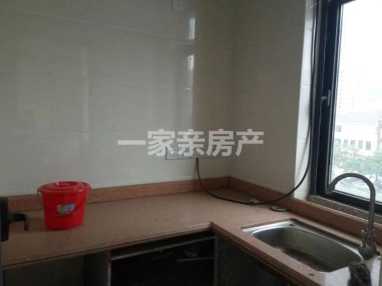 宝龙城市广场精装1室0厅1卫43.8万元